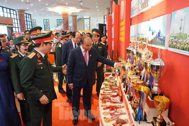 Thủ tướng: Phẩm chất 'Bộ đội Cụ Hồ' được phát huy trong phòng chống COVID-19 ảnh 5