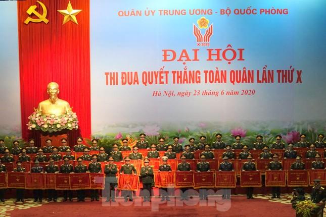 Thủ tướng: Phẩm chất 'Bộ đội Cụ Hồ' được phát huy trong phòng chống COVID-19 ảnh 4