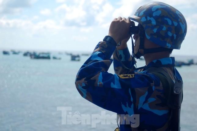 Chuẩn Đô đốc Ngô Văn Thuân: Còn người, còn biển đảo ảnh 4