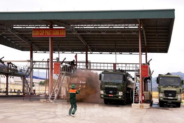 Quân đội và thành phố Cam Ranh diễn tập chữa cháy tại Kho Ba Ngòi ảnh 1