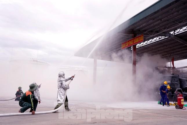 Quân đội và thành phố Cam Ranh diễn tập chữa cháy tại Kho Ba Ngòi ảnh 5