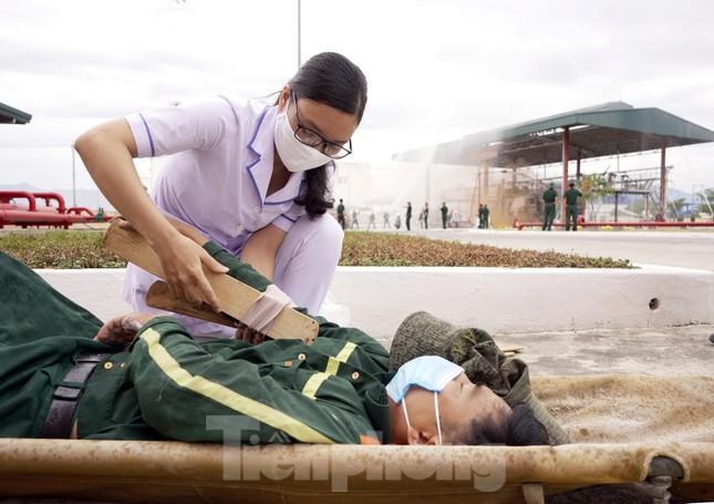 Quân đội và thành phố Cam Ranh diễn tập chữa cháy tại Kho Ba Ngòi ảnh 3