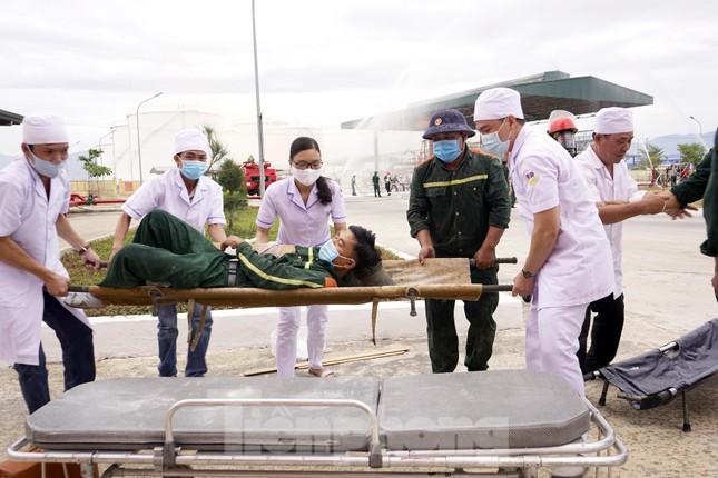 Quân đội và thành phố Cam Ranh diễn tập chữa cháy tại Kho Ba Ngòi ảnh 4