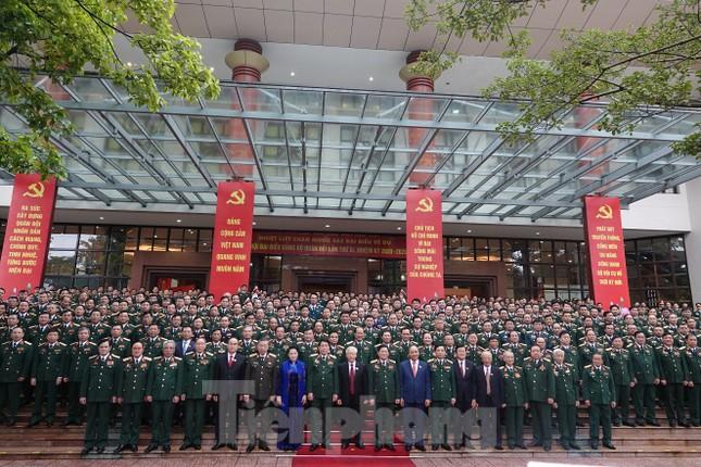 Tổng Bí thư, Chủ tịch nước: Quân đội bảo đảm môi trường 'trong ấm, ngoài êm' cho đất nước ảnh 2
