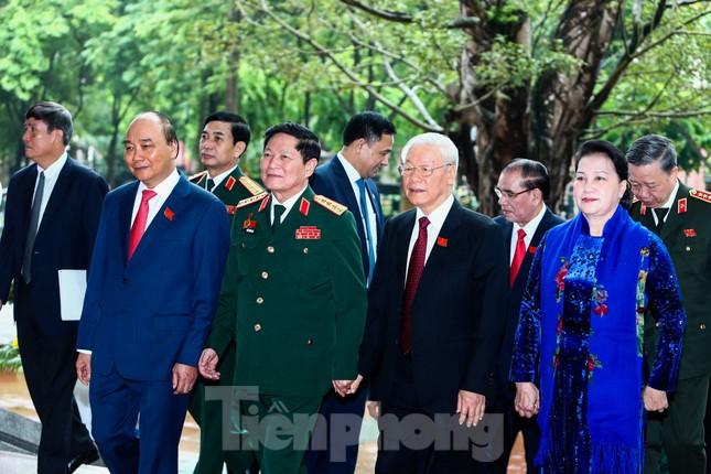 Tổng Bí thư, Chủ tịch nước: Quân đội bảo đảm môi trường 'trong ấm, ngoài êm' cho đất nước ảnh 1