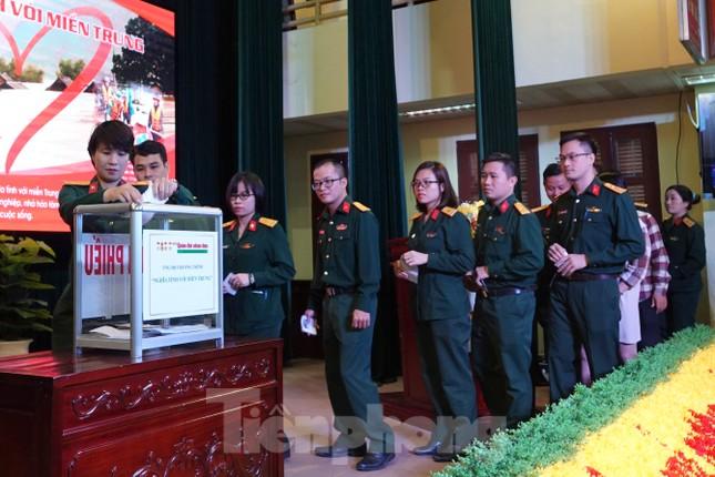 Ban Quản lý Lăng Bác và Báo QĐND phát động ủng hộ đồng bào miền Trung ảnh 7