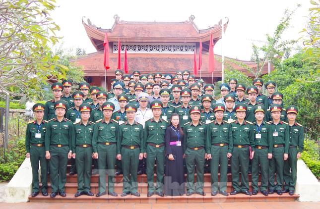 Trao chứng nhận cho 86 cán bộ Đoàn, cán bộ đảm nhiệm công tác thanh niên ảnh 4