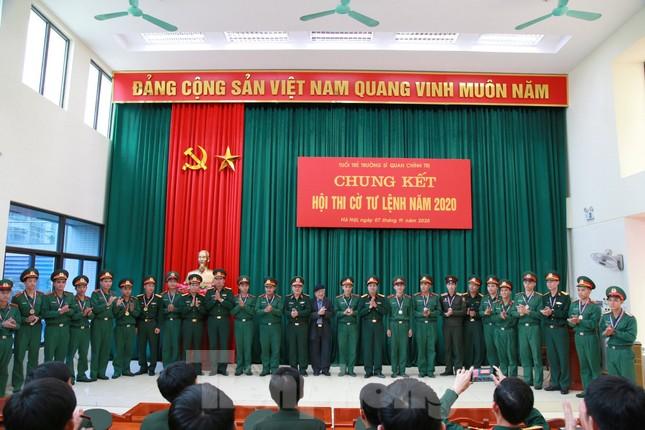 Trao chứng nhận cho 86 cán bộ Đoàn, cán bộ đảm nhiệm công tác thanh niên ảnh 5