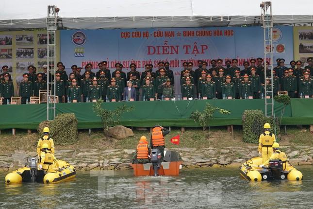 Quân đội diễn tập phòng thủ dân sự liên tỉnh ứng phó sự cố môi trường ảnh 3