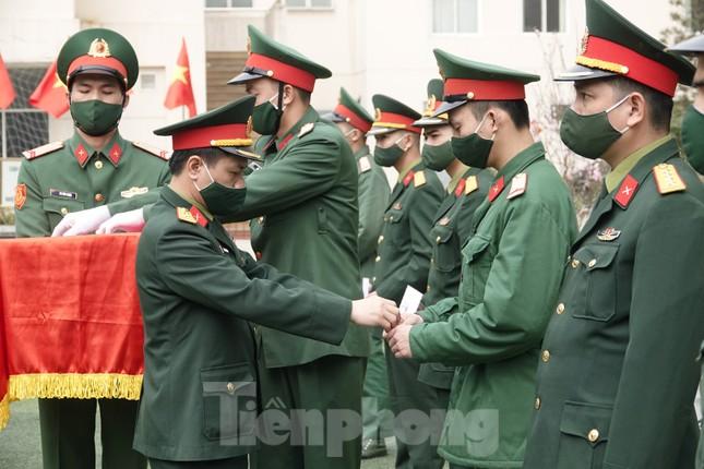 Đoàn viên Lữ đoàn cận vệ thép thi gói bánh chưng Tết ảnh 11