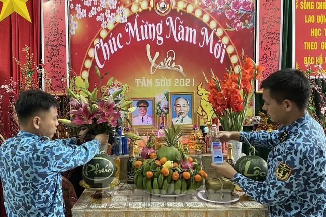 Hai 'ly rượu' đặc biệt đón giao thừa của lính tàu ngầm Việt Nam ảnh 1