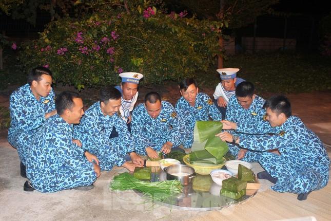Hai 'ly rượu' đặc biệt đón giao thừa của lính tàu ngầm Việt Nam ảnh 2