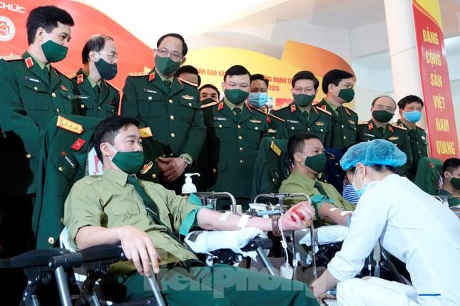 Phát động tuổi trẻ toàn quân hiến máu, nhân lên nghĩa cử cao đẹp ảnh 3