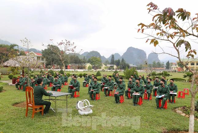 Tân binh Trung đoàn 246 gác nỗi nhớ nhà, hăng say tập luyện ảnh 3