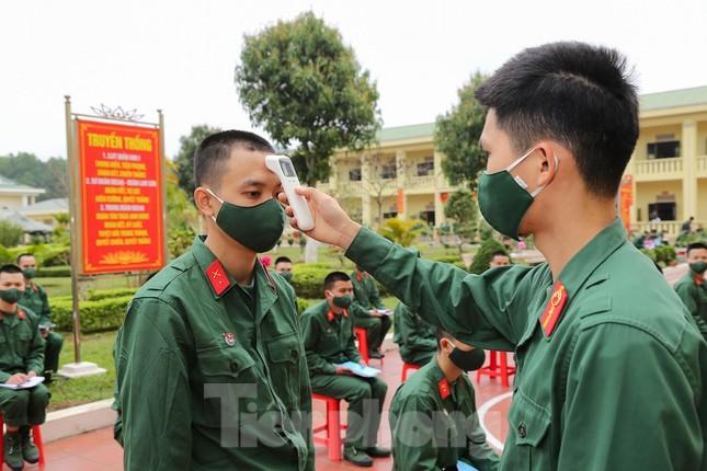 Tân binh Trung đoàn 246 gác nỗi nhớ nhà, hăng say tập luyện ảnh 1