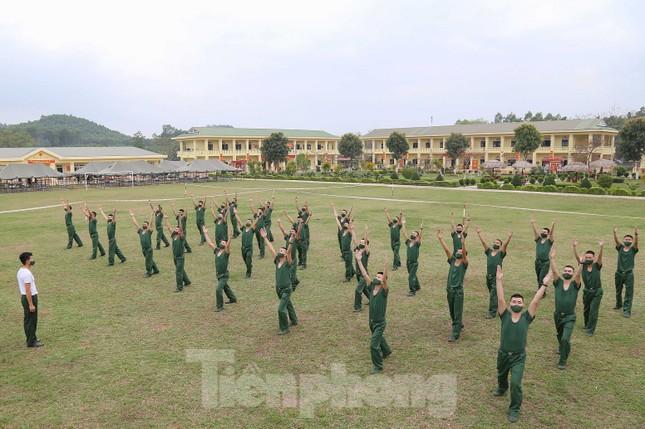 Tân binh Trung đoàn 246 gác nỗi nhớ nhà, hăng say tập luyện ảnh 2
