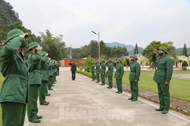 Tân binh Trung đoàn 246 gác nỗi nhớ nhà, hăng say tập luyện ảnh 4