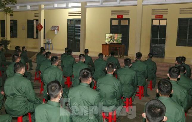Tân binh Trung đoàn 246 gác nỗi nhớ nhà, hăng say tập luyện ảnh 7