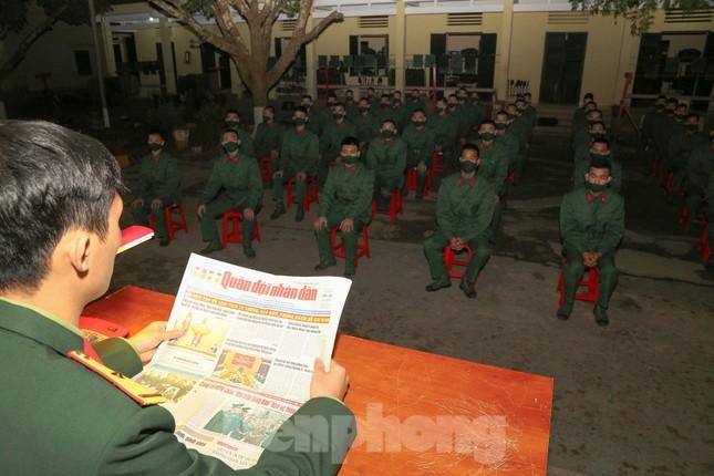 Tân binh Trung đoàn 246 gác nỗi nhớ nhà, hăng say tập luyện ảnh 6