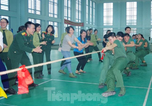 Chiến sĩ Bộ tư lệnh Thủ đô lập công, tô hồng Tháng thanh niên ảnh 1