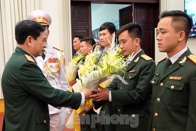 Quân ủy Trung ương - Bộ Quốc phòng biểu dương điển hình trẻ tiêu biểu toàn quân ảnh 3