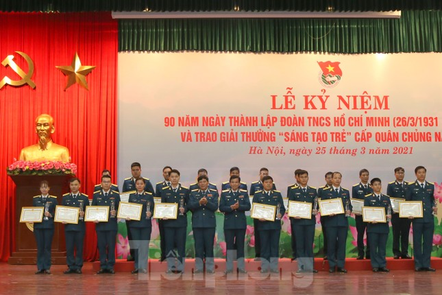 Quân chủng Phòng không - Không quân trao Giải thưởng Sáng tạo trẻ năm 2020 ảnh 2