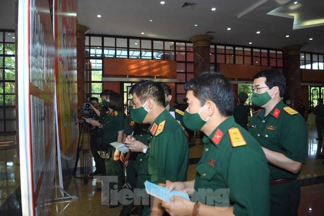 Tướng lĩnh Quân đội cấp cao đi bỏ phiếu bầu cử ảnh 6