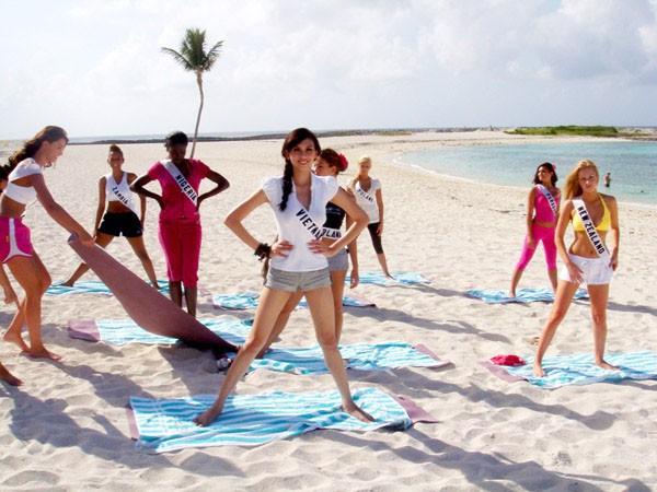 Hoàng Yến tích cực chụp ảnh và tập yoga ảnh 17