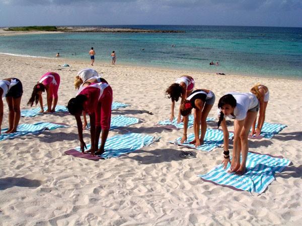 Hoàng Yến tích cực chụp ảnh và tập yoga ảnh 19