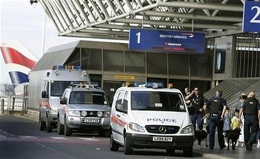 Sợ khủng bố, nhiều hãng hàng không dừng bay tới London ảnh 1