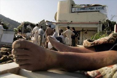 Viện trợ dồn dập đổ về Pakistan ảnh 2