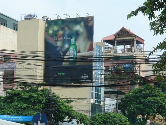 Biển quảng cáo trên đường phốHà Nội trước 'giờ G' ảnh 1