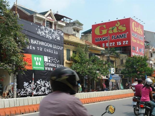Biển quảng cáo trên đường phốHà Nội trước 'giờ G' ảnh 2