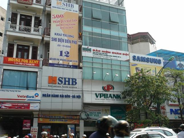 Biển quảng cáo trên đường phốHà Nội trước 'giờ G' ảnh 4