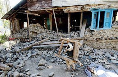 Pakistan: Cướp bóc, hôi của tràn lan sau động đất ảnh 3