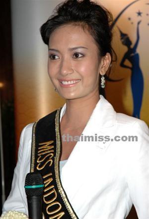 MissIndonesiaâm thầm dự thi Hoa hậu Hoàn vũ 2005 ảnh 1