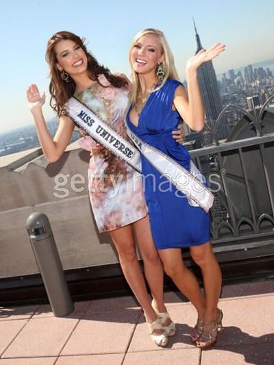 Tân Hoa hậu Hoàn vũ và Hoa hậu Mỹ tinh nghịch ảnh 1