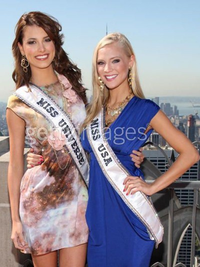 Tân Hoa hậu Hoàn vũ và Hoa hậu Mỹ tinh nghịch ảnh 2