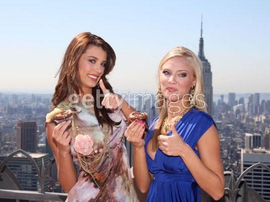 Tân Hoa hậu Hoàn vũ và Hoa hậu Mỹ tinh nghịch ảnh 4