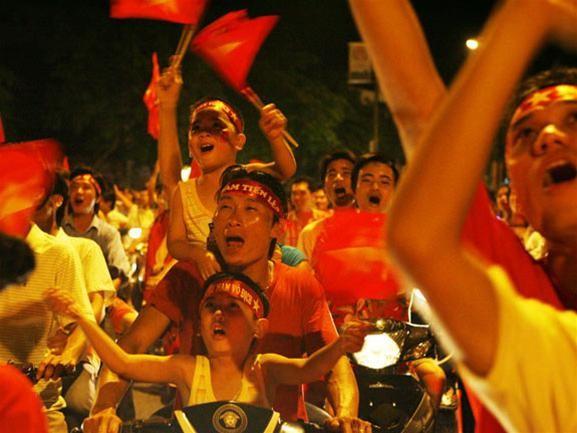 Mừng đội tuyển Việt Nam vào tứ kết ASIAN Cup 2007 ảnh 3