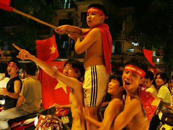 Mừng đội tuyển Việt Nam vào tứ kết ASIAN Cup 2007 ảnh 6