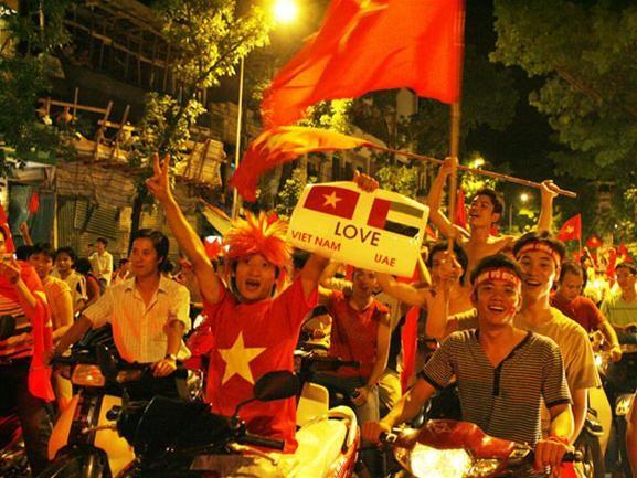 Mừng đội tuyển Việt Nam vào tứ kết ASIAN Cup 2007 ảnh 7