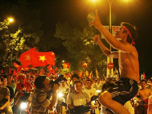 Mừng đội tuyển Việt Nam vào tứ kết ASIAN Cup 2007 ảnh 8