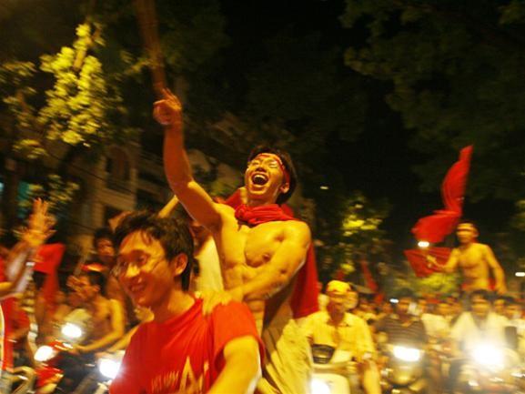 Mừng đội tuyển Việt Nam vào tứ kết ASIAN Cup 2007 ảnh 9