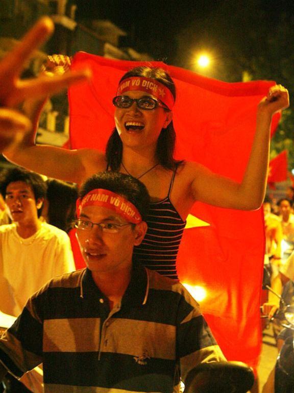 Mừng đội tuyển Việt Nam vào tứ kết ASIAN Cup 2007 ảnh 10