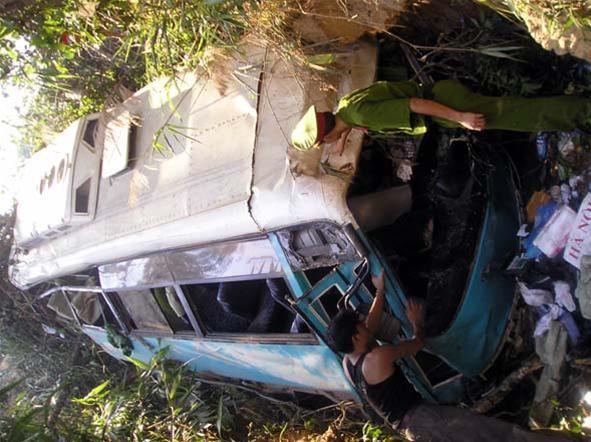 Tường trình trực tiếp từ hiện trường : Tai nạn thảm khốc tại Kon Tum, 31 cựu chiến binh tử nạn ảnh 4