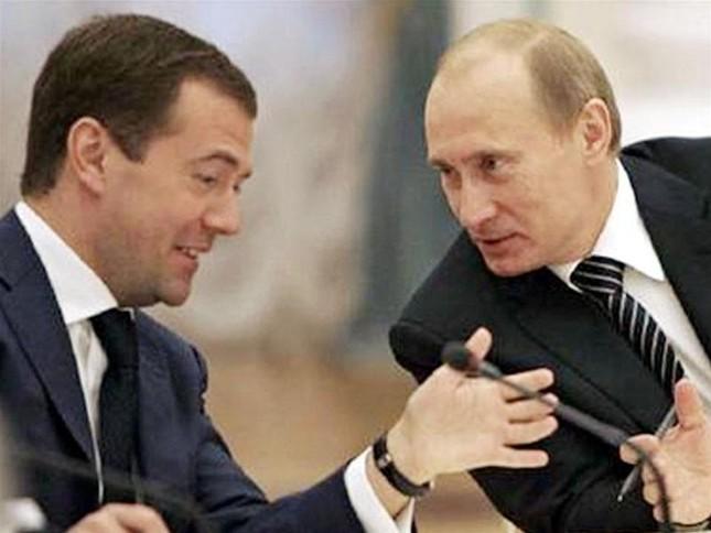 Tổng thống mới đắc cử Medvedev đến điện Kremlin trước 8 tuần ảnh 1