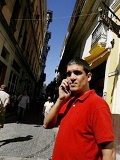 Cuba: Người dân được sử dụng điện thoại di động ảnh 1