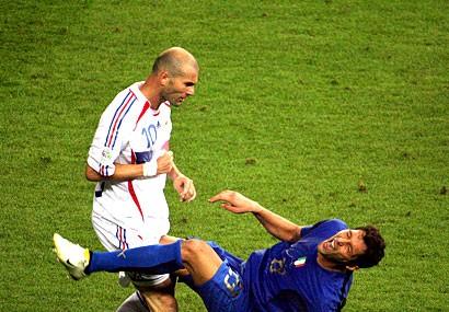 Materazzi tiết lộ những lời đã lăng mạ Zidane ảnh 1