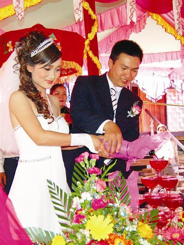 Lễ rước dâu độc nhất vô nhị bằng 20 chú voi ảnh 4